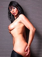 Desyra Noir, gorgeous MILF with big tits | MyBigMILFBooty.com