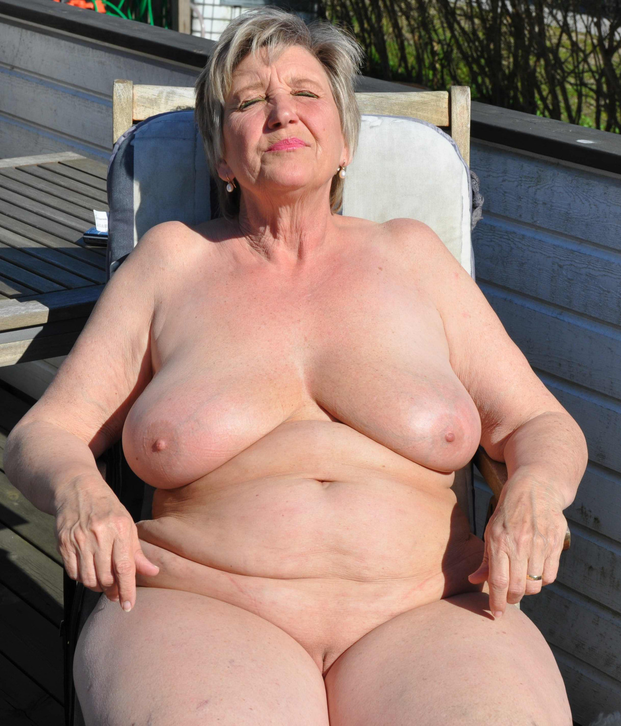 amateur fat oldie naked